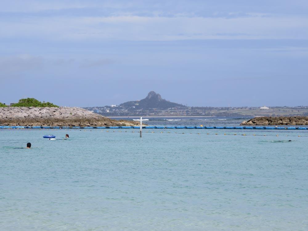 エメラルドビーチから見た伊江島