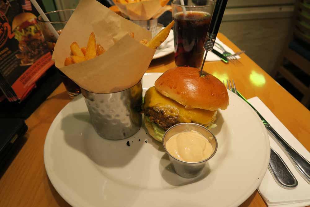 ハードロックカフェニース ハンバーガー01