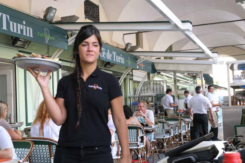 Le Café de Turinウェイトレス