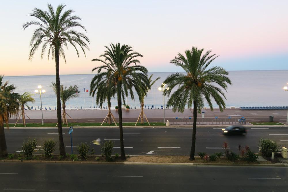 早朝のニースビーチ01