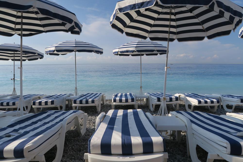日中のニースのビーチ01