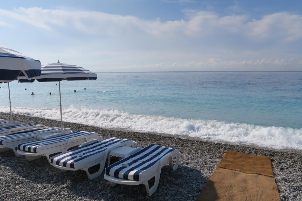 日中のニースのビーチ02