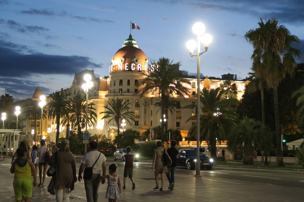 夜のネグレスコ・ホテル02