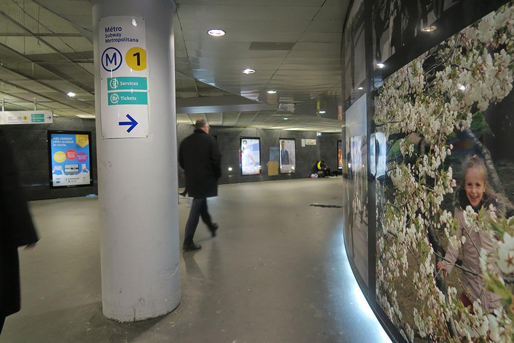 ルーブル美術館への道01
