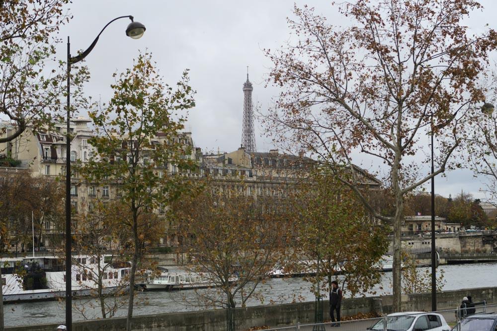 オランジュリー美術館に向かう時に見えたエッフェル塔