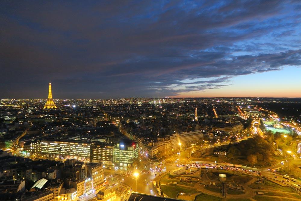 夕方のエッフェル塔
