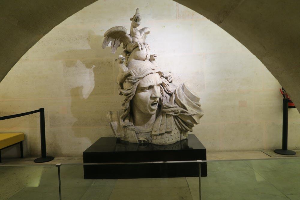 凱旋門兵士の銅像01