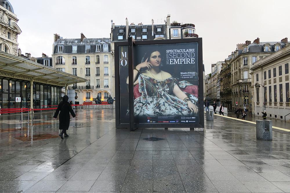 オルセー美術館の前にいるオブジェ ポスター