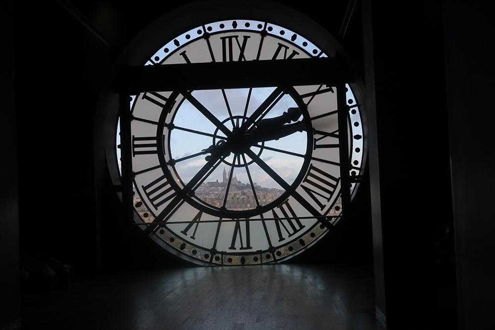 オルセー美術館の時計から見える風景