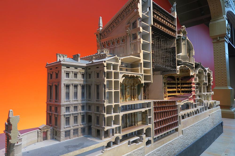 オペラ座ガルニエ宮の断面図