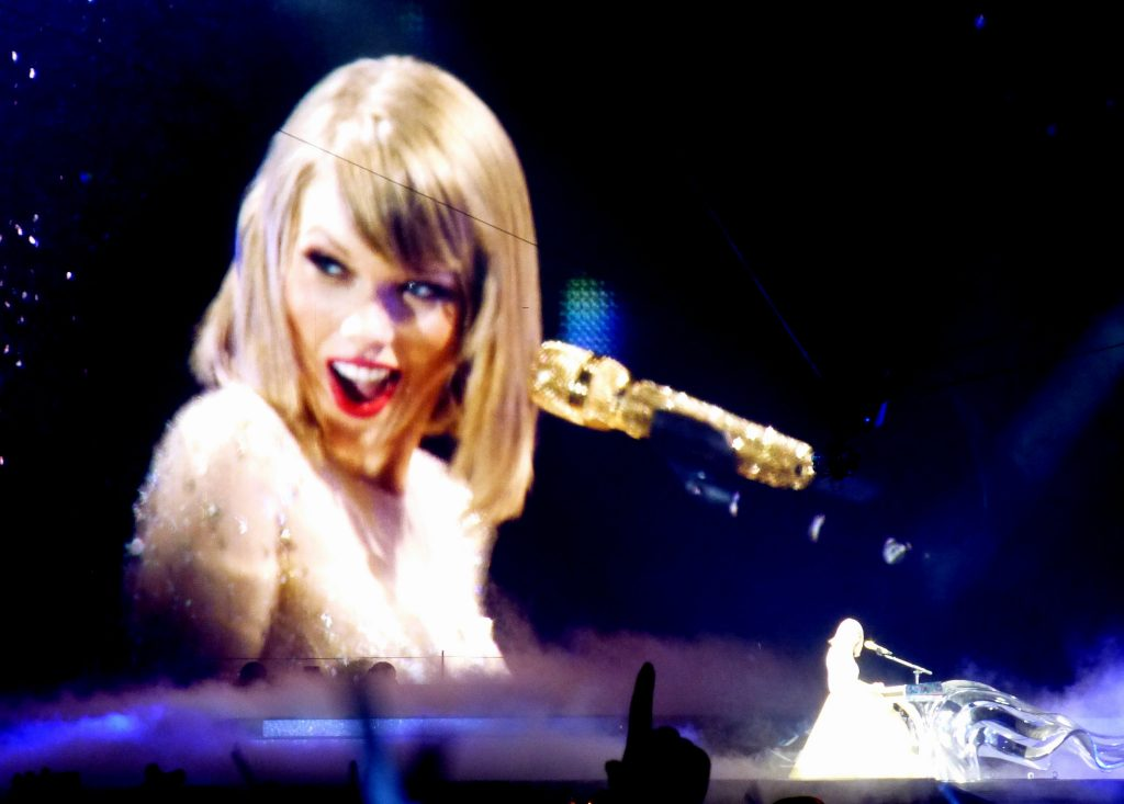 Taylor Swift reputation_stadium_tour04