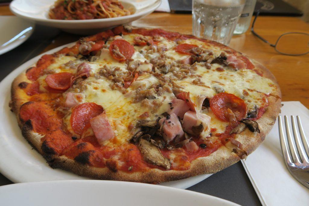 Ir Rokna Restaurant and Pizzeria ピザ