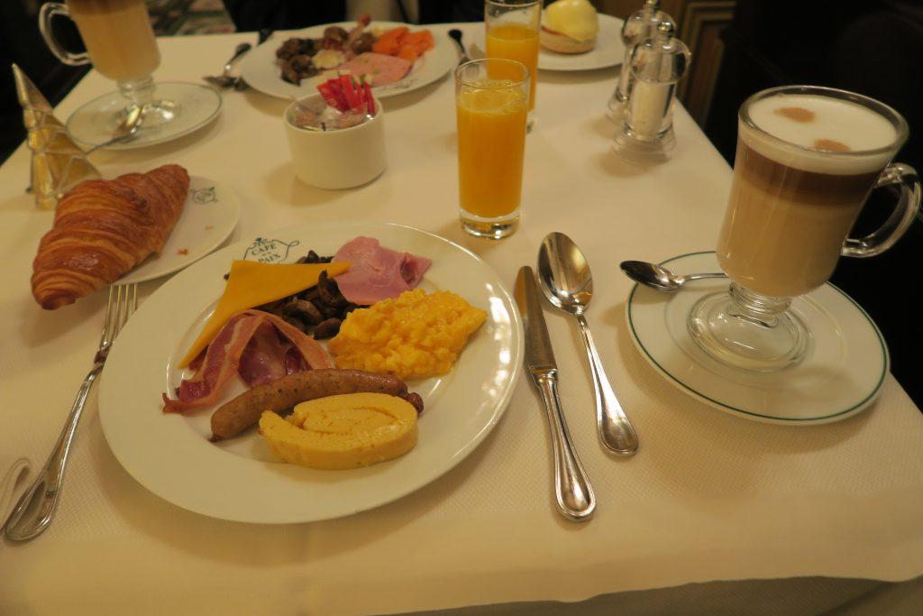 カフェ・ド・ラペの朝食01