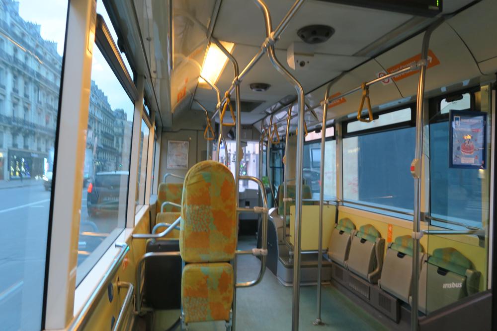 パリ路線バス 68番 車内