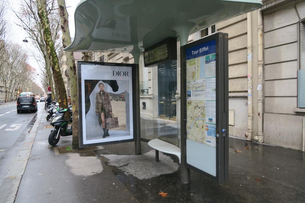 バス停 エッフェル塔