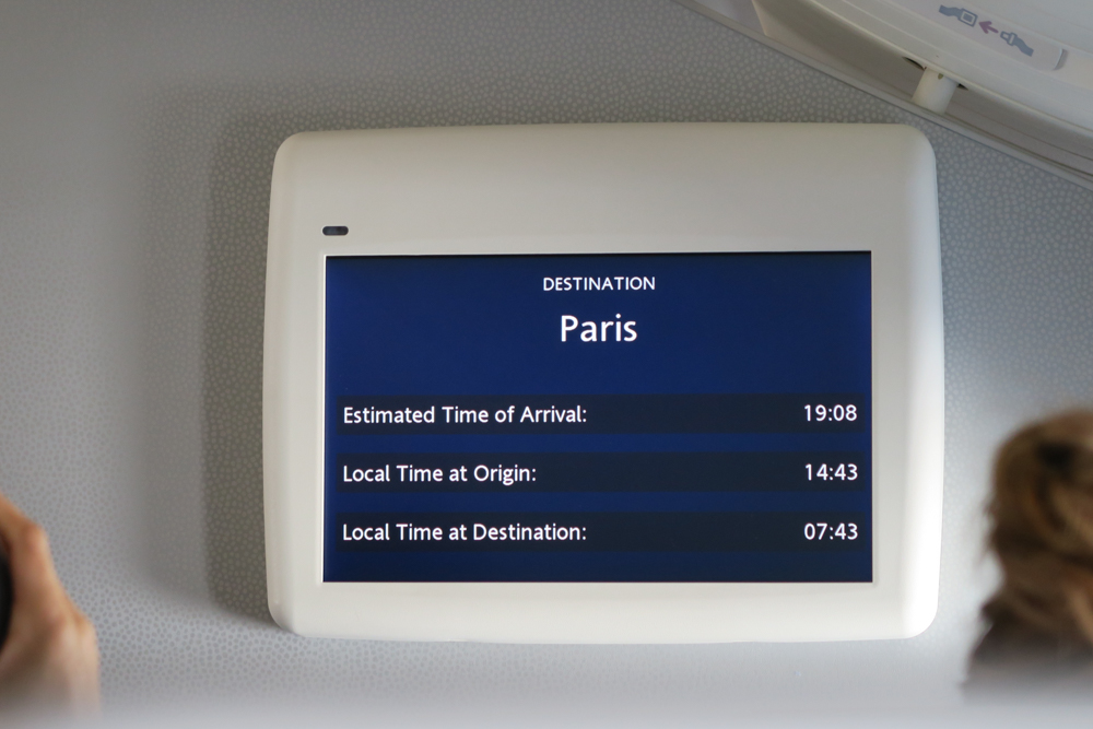 日本からパリまでの飛行時間は約11時間
