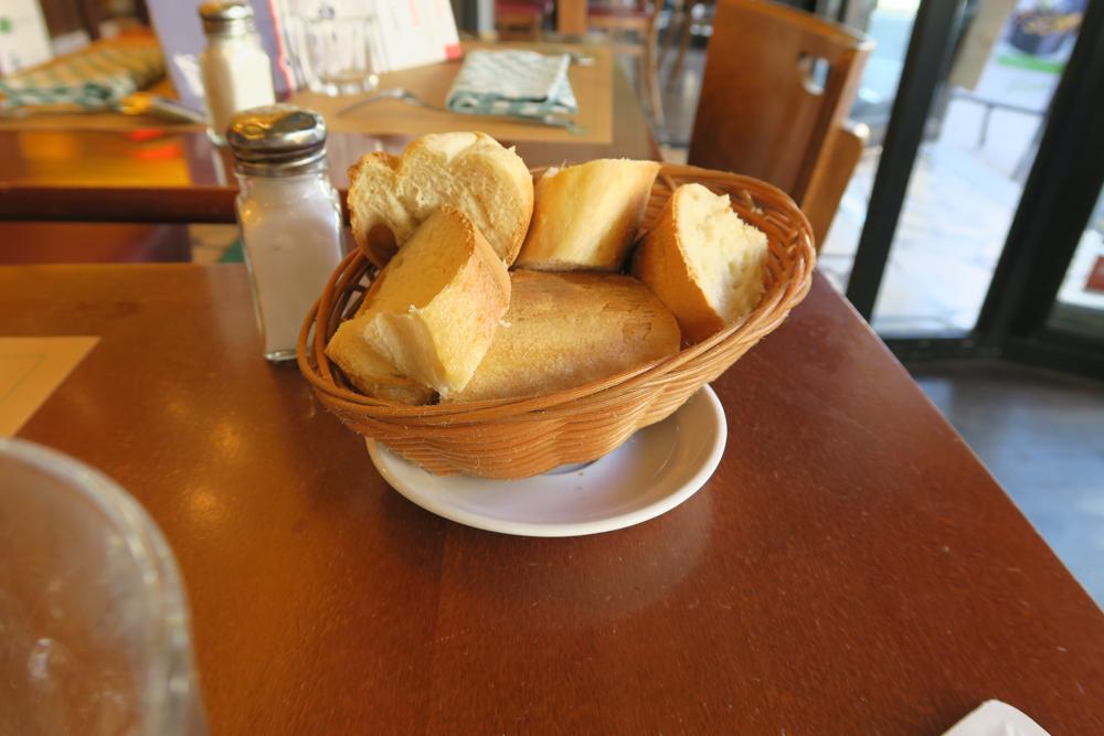 レオンドブリュッセルサンジェルマン店02 パン