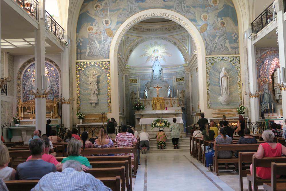 不思議のメダイの聖母の聖堂 礼拝堂 02