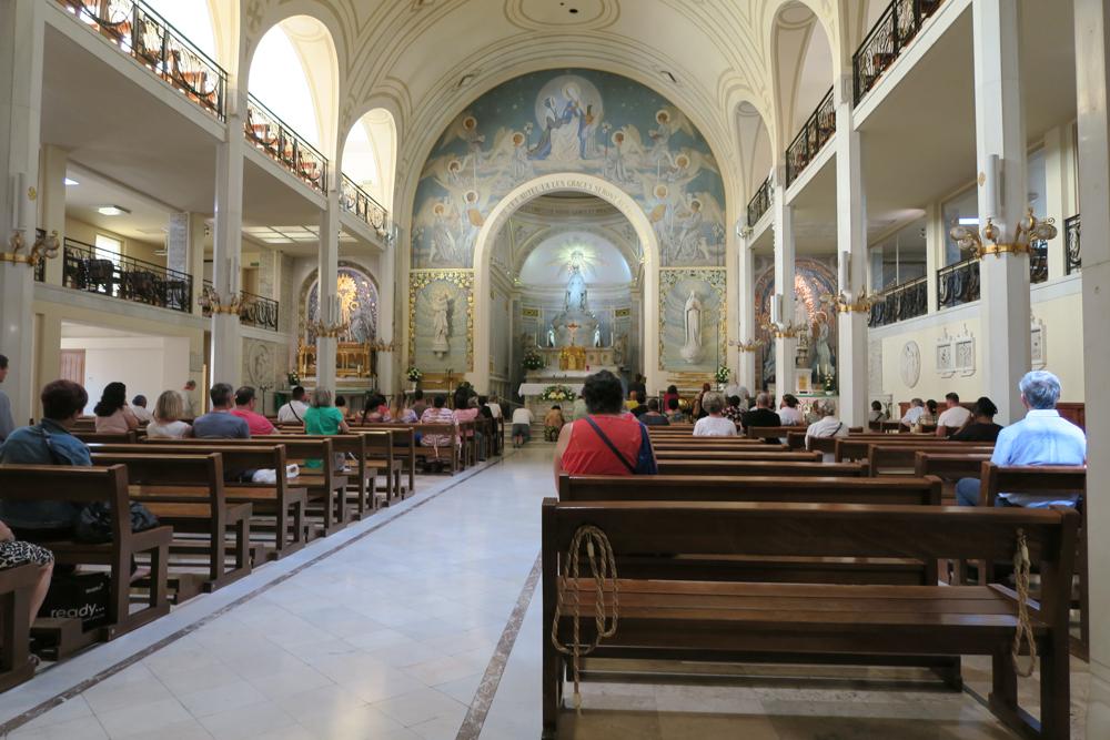 不思議のメダイの聖母の聖堂 礼拝堂 03