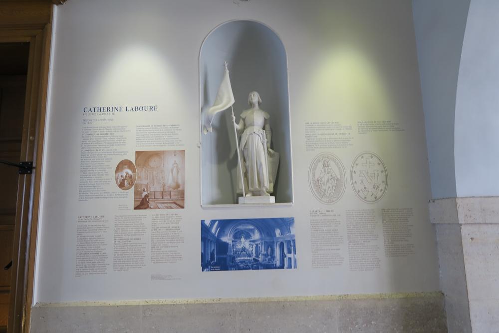 不思議のメダイの聖母の聖堂 ジャンヌ・ダルク像