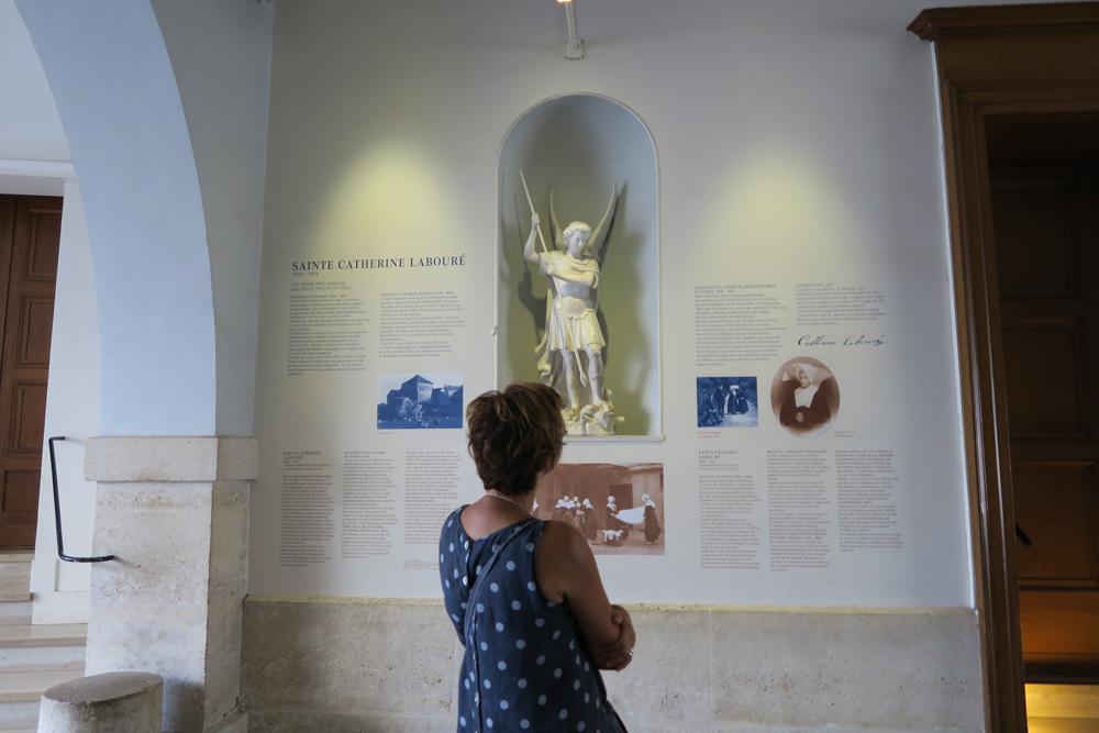 不思議のメダイの聖母の聖堂 大天使ミカエル像