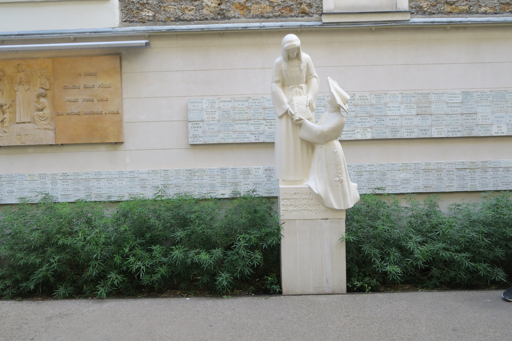 不思議のメダイの聖母の聖堂 聖カタリナ・ラブレ像