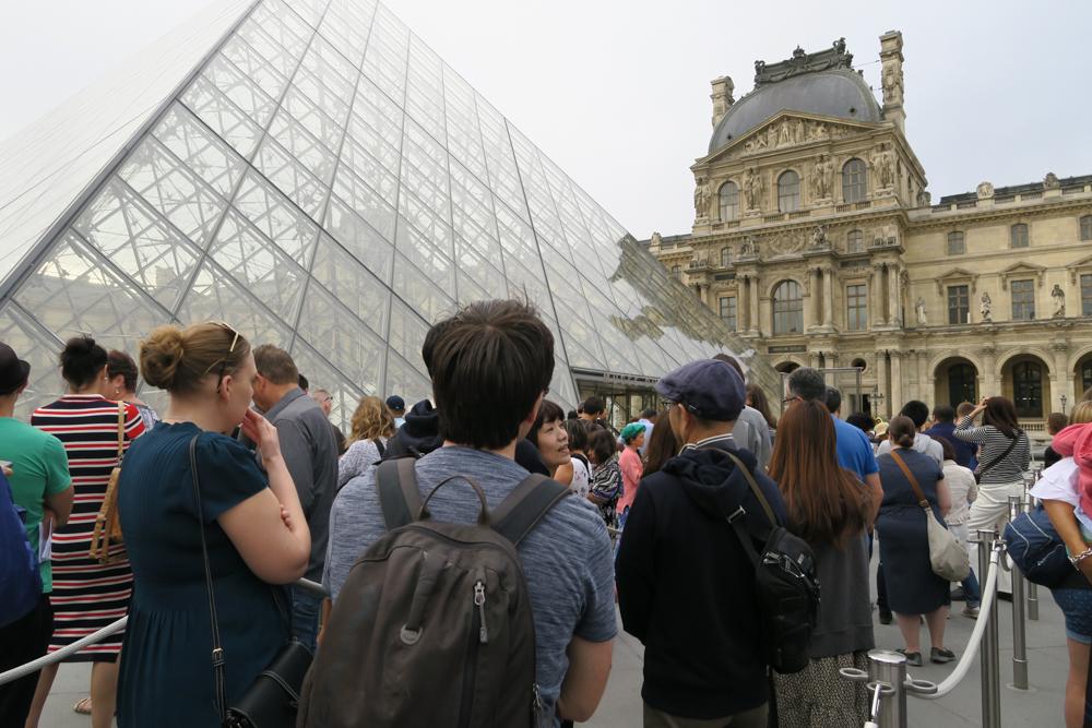 ルーブル美術館 ピラミッド 入り口