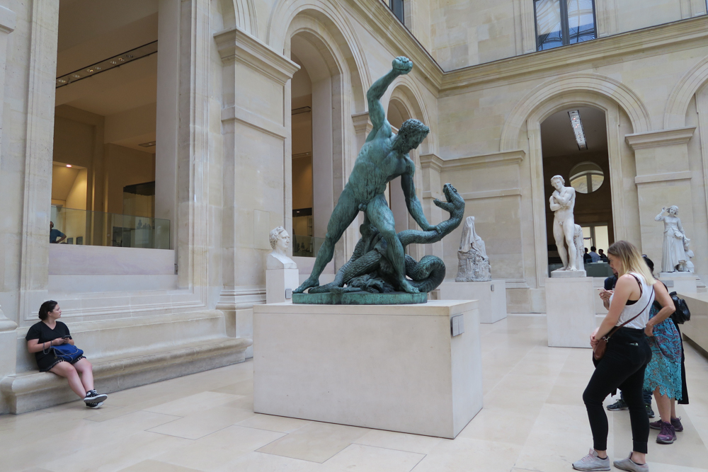 ルーブル美術館 ピュジェの中庭01