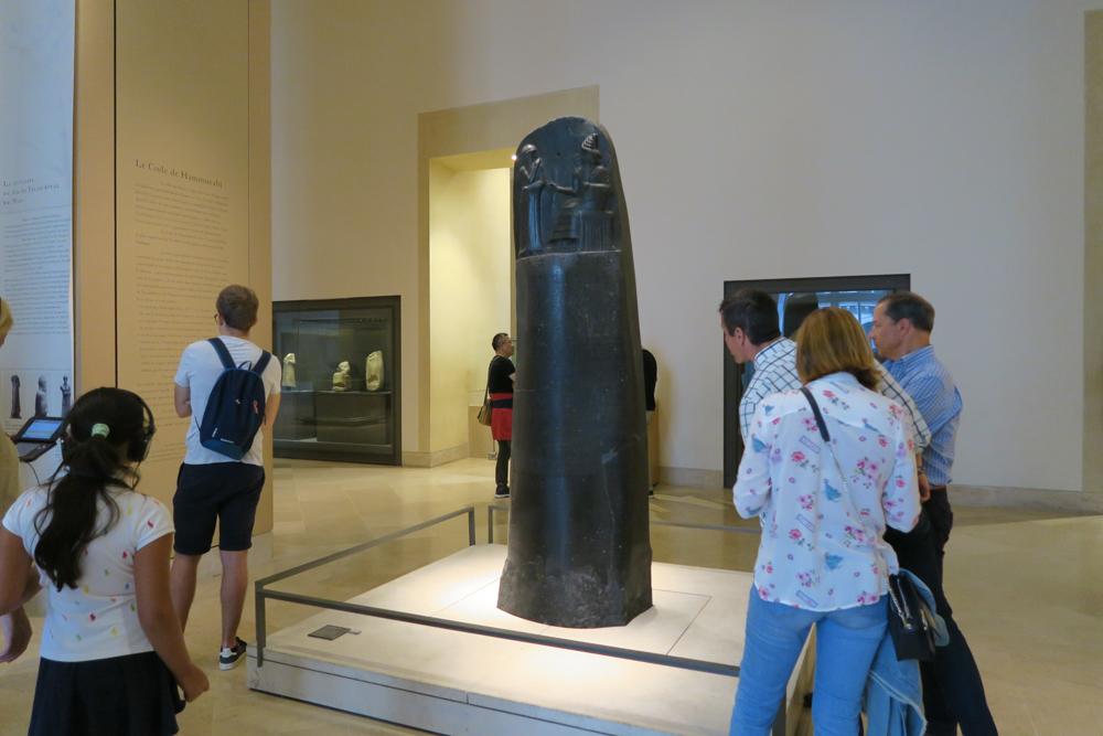 ルーブル美術館 バビロンの王のハンムラビ法典