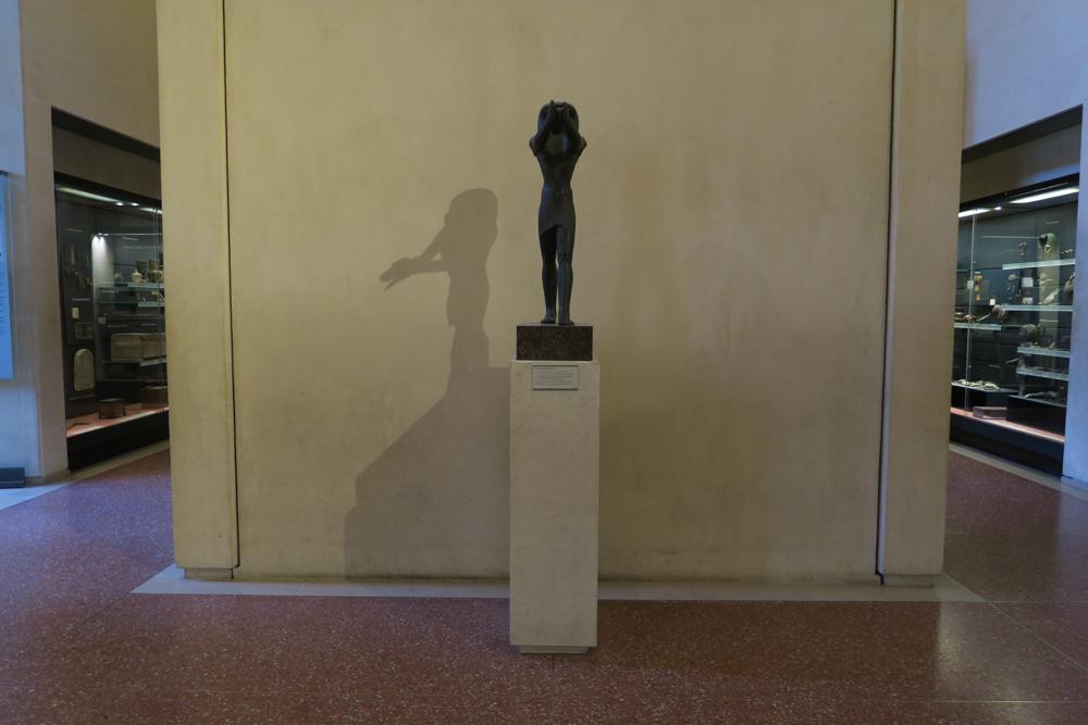 ルーブル美術館 ホルス神の彫像