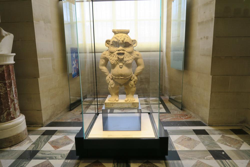 ルーブル美術館 ベス神の彫像