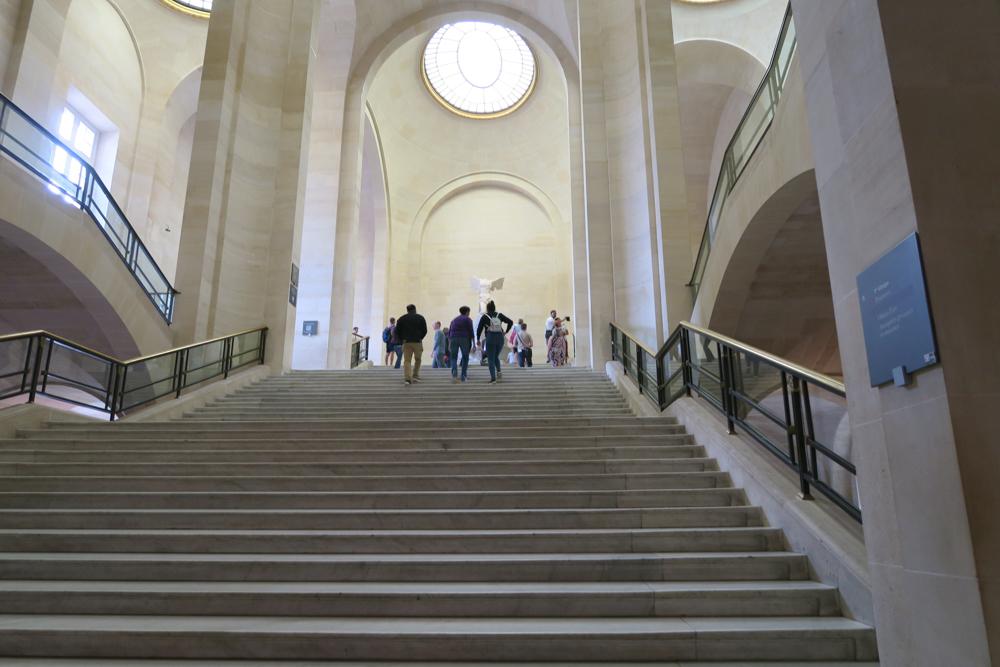 ルーブル美術館 サモトラケのニケ 階段下