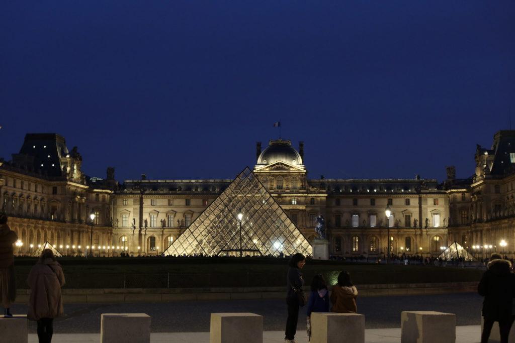 ルーブル美術館 ナイトミュージアム ピラミッド