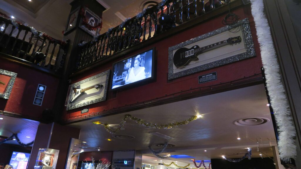 Hard rock cafe Paris 店内02