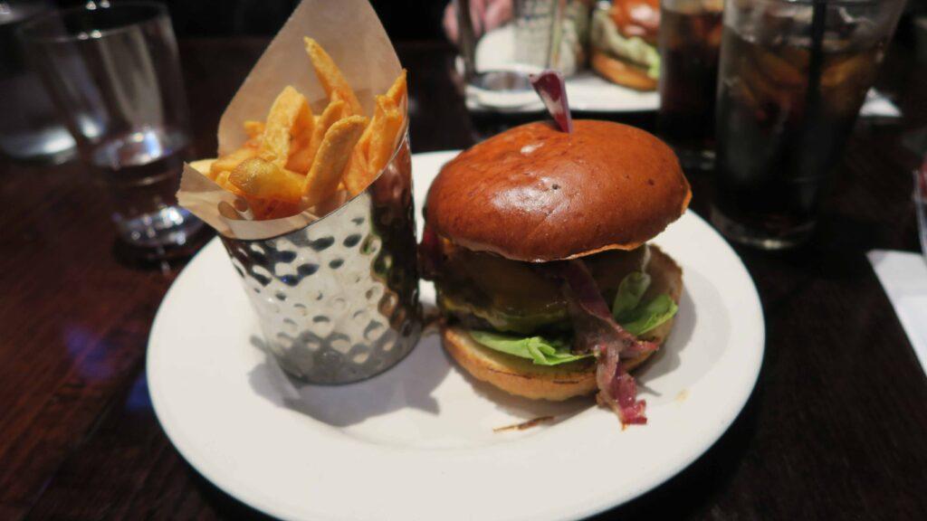 Hard rock cafe Paris ハンバーガー