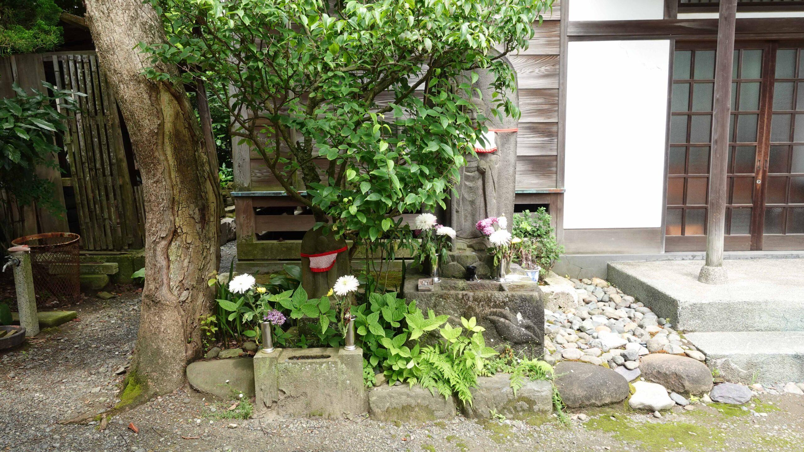 極楽寺 石像02